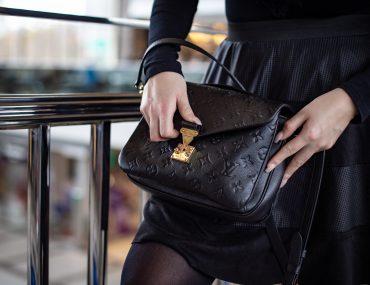 1600-louis-vuitton-metis-louisvuitton-fashion-outfit-justizpalast-violetfleur-violet-fleur-nadjanemetz-nadja-nemetz-austrianblogger-austrian-blogger-beautyblogger-fashionblogger-modeblogger--43