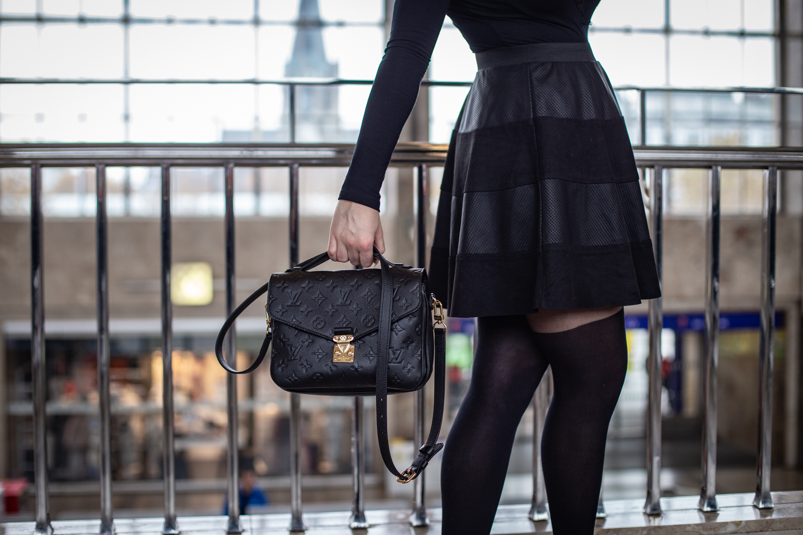 1600-louis-vuitton-metis-louisvuitton-fashion-outfit-justizpalast-violetfleur-violet-fleur-nadjanemetz-nadja-nemetz-austrianblogger-austrian-blogger-beautyblogger-fashionblogger-modeblogger--435
