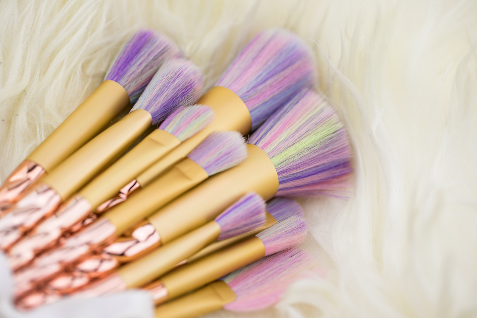 Foto-by-Nadja-Nemetz-Wien-wienerblogger-blogger-beautyblogger_lifestyleblogger-lifestyle-beauty-newin-new-in-musthaves-must-haves-unicorn-einhorn-brushes-makeupbrushes-makeup-schminkpinsel-einhornpinsel-regenbogenpinsel-2