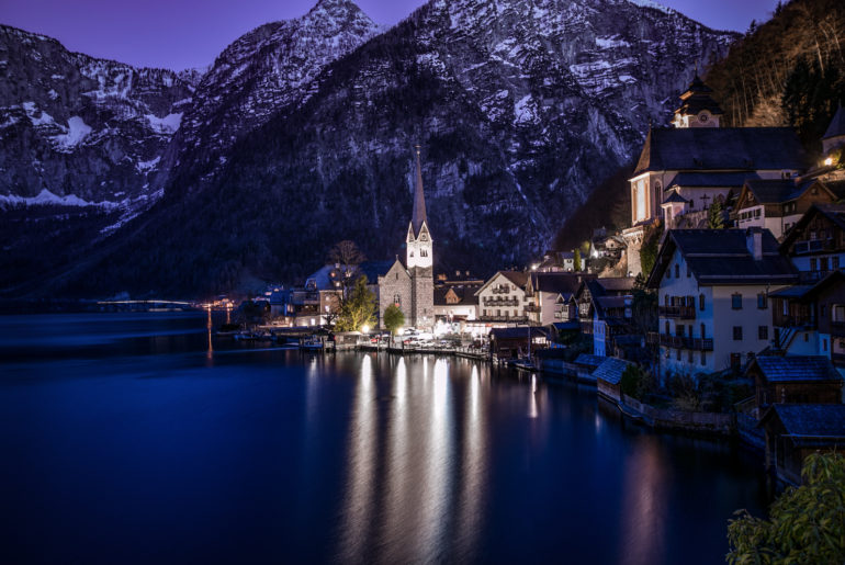 1600-hallstatt-austria-discoveraustria-discover-visitaustria-visit-austria-oesterreich-vienna-nadjanemetz-nadja-nemetz-violetfleur-violet-fleur-fotografin-travelfotograf-travel-fotograf-travelphotographer-bynight-atnight-by-night-at-02_01