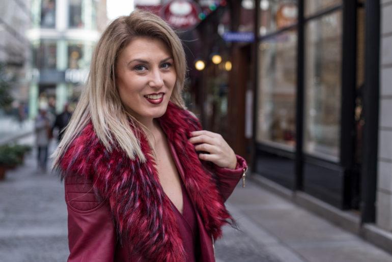 Foto-by-Nadja-Nemetz-Wien-wienerblogger-blogger-fashionblogger-modeblogger-fashion-mode-outfit-red-jacket-she24-fakefur-blonde-blondie-black-bag-jacke-tasche-hallhuber-zalando-sarahkern-sarah-kern-3