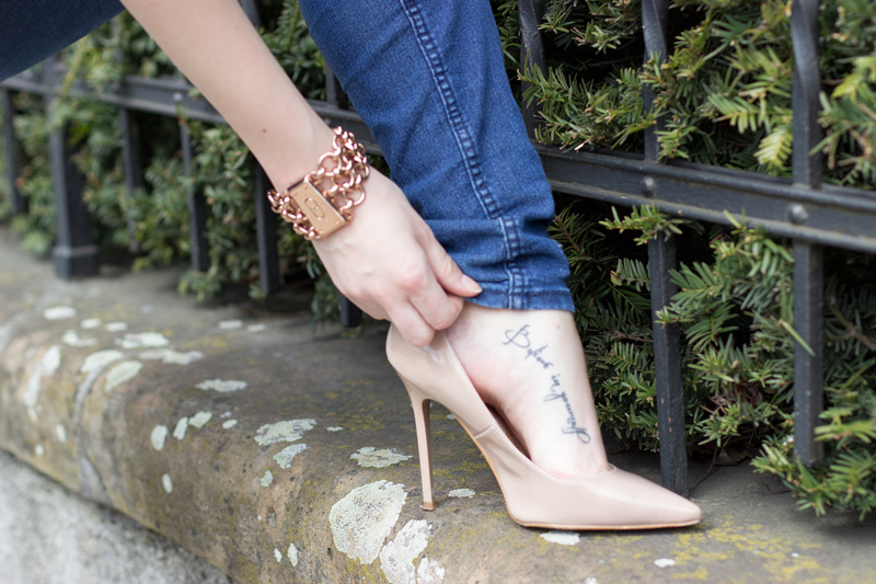 outfit-mode-fashion-jeans-denim-blue-blau-rotgold-rosegold-nude-heels-highheels-buffalo-boots-komono-5