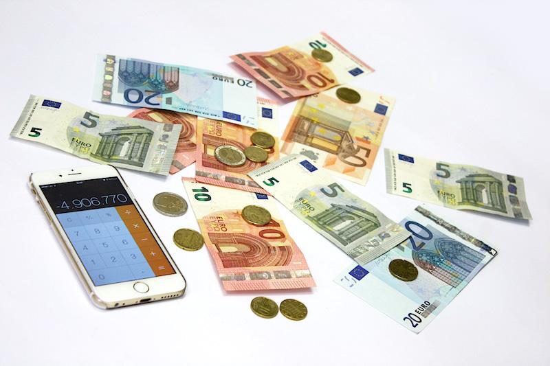 euro_muenzen_scheine_geld_waehrung_sind_Blogeinnahmen_steuerpflichtig