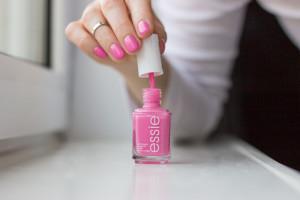 essie_pink_rosa_lovie_dovie-nagellack-2
