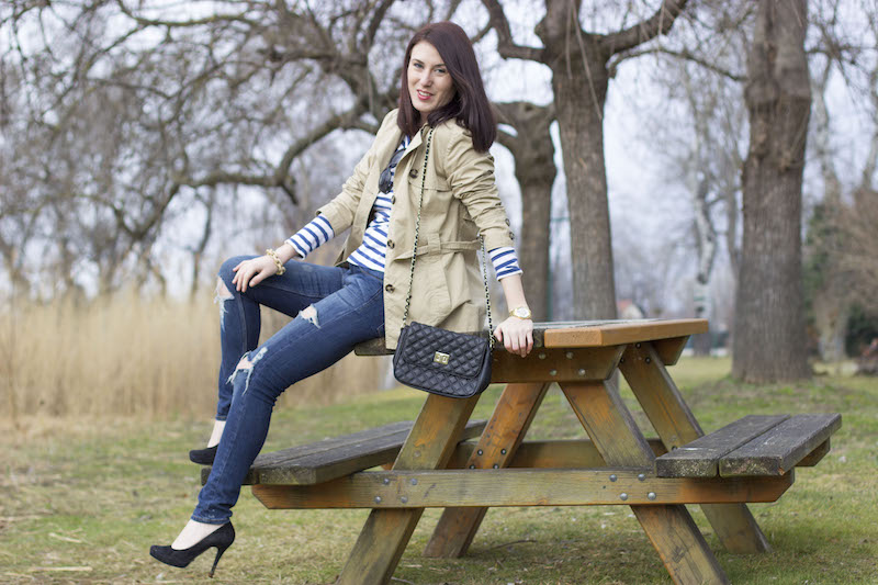 stripes-streifen-jeans-fetzenjean-buffalo-pumps-parkbank-trenchcoat